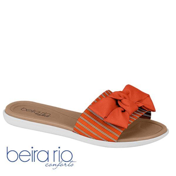 Esse modelo conta com o conforto e a praticidade que já é de costume dos calçados Beira Rio Conforto. Com um top em sua tira multi cor listrada