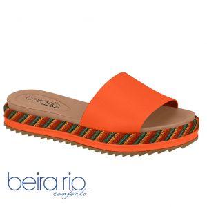 O Tamanco Flatform Tratorado Da Beira Rio É confortável e dinâmico para os que valorizam a elegancia e conforto. Ele é produzido em material sintético